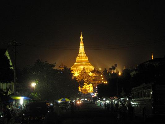 Das Wahrzeichen Yagons, die Shwedagon Paya.
