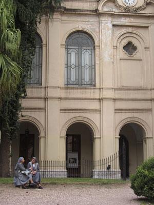 Gegründet wurde die Universität 1613 von den Jesuiten. Bis ins frühe 20. Jahrhundert blieben die Machtverhältnisse innerhalb der Universität trotz sich rapide ändernden Bedingungen unverändert.