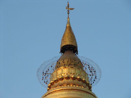 Oberste Spitze (hti) der Stupa. (Shwezigon-Paya)