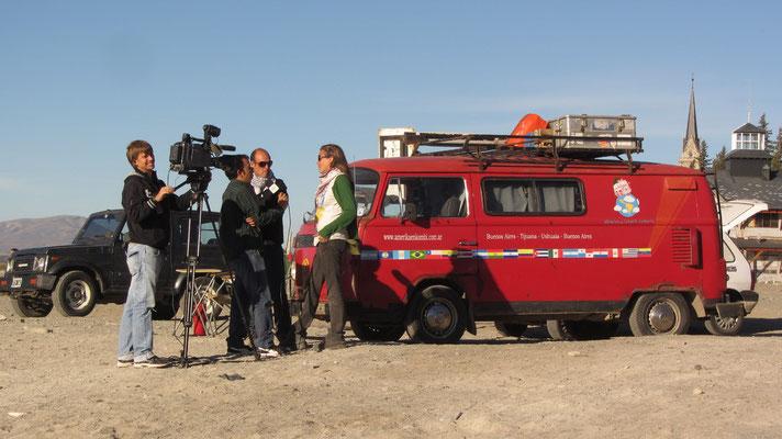 Interview am Seeufer mit Südamerikareisenden.