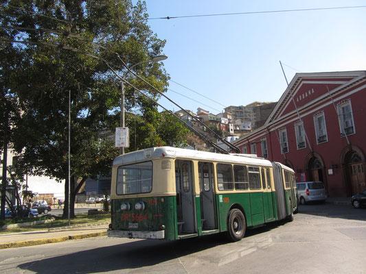 In der Stadt verkehrt ferner seit 1952 der Oberleitungsbus Valparaíso, heute der einzige Obus-Betrieb des Landes.