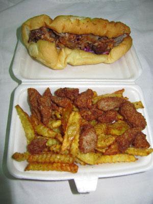 Döner Kebab & Süßkartoffel-Frites mit frittiertem Schweinehack.
