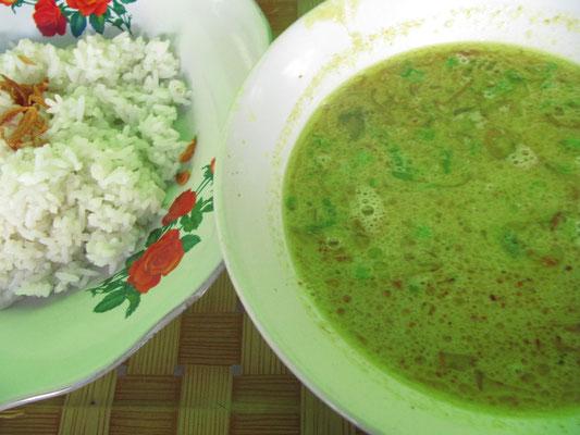 Soto Beef. Suppe mit Rindfleisch, dazu Reis.