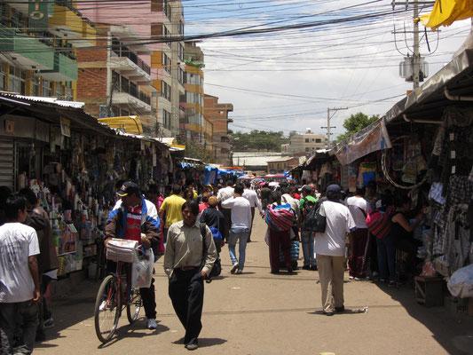 Die Gegend südlich des Stadtzentrums ist geprägt vom Markt La Cancha, der sich über zahlreiche Straßenzüge und Plätze erstreckt. Er ist sieben Tage die Woche geöffnet und der größte Straßenmarkt in Südamerika.
