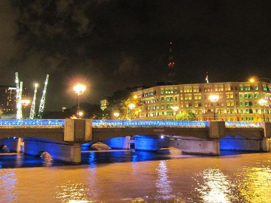 Clarke Quay bei Nacht.