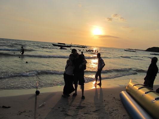 Wir vor dem Sonnenuntergang am Ochheuteal Beach.