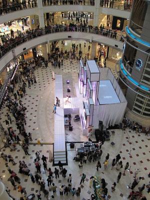 Modeschau im KLCC (Kuala Lumpur City Center).