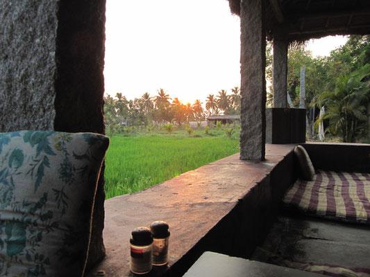 Sonnenuntergang hinter dem Restaurant unseres Guesthouses.