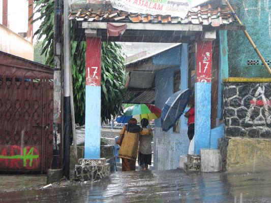 Die kleinen Schirmmänner im Einsatz.