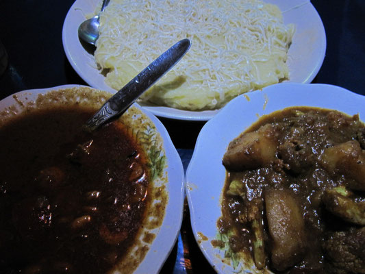 Kartoffelbrei mit Käse, Shrimp Curry & Gemüsecurry.