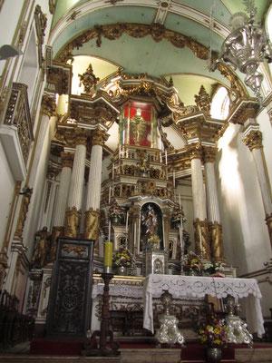 Der Jesusstatue ist es zuverdanken, dass tausende Gläubige in diese Kirche pilgern um Wunder von Gottes Sohn zu erbitten.