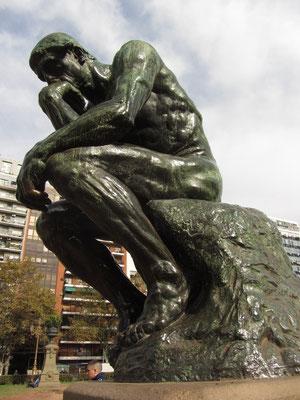 """Rodins """"Denker"""" auf der Plaza del Congreso."""