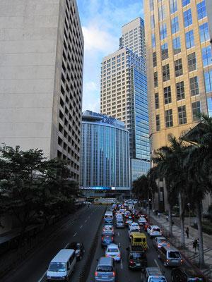 CBD in Makati City. Eigentlich offizielll kein Manila mehr, aber das eigentliche Finanzzentrum der Stadt und des Landes. Die Metropolitan Area Manila ist riesig.