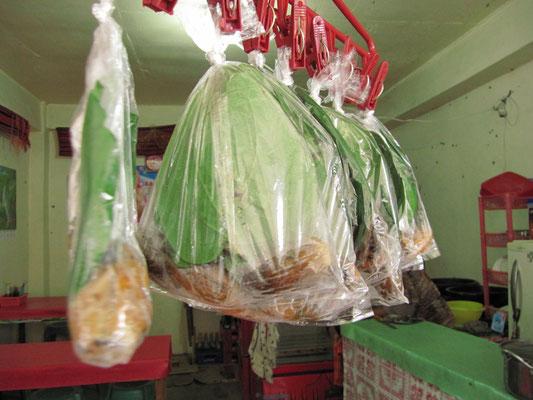 Betelnuß wird gerne als Aufputschmittel gekaut und abgepackt in Tüten verkauft.