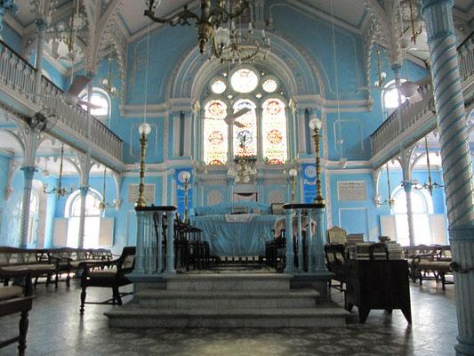 In der Keneseth Eliyahoo Synagoge.