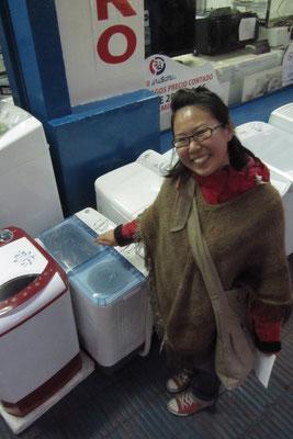 Eine richtig kleine Waschmaschine. Wasch- und Trockenvorrichtungen sind separat.