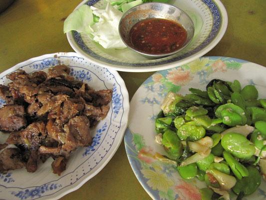 Schwein, Bohnen und die berühmt, berüchtigte burmesische Chilli-Koriandersoße.