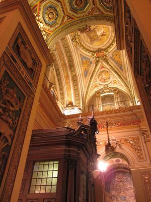 Das Innere wurde 1914 vom Künstler Emilio Carraffa neu gestaltet.