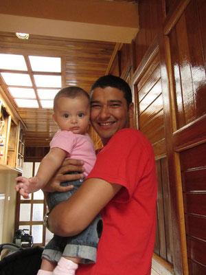 Jorge, unser Gastgeber, mit seiner Nichte.