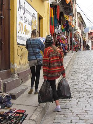 Manche Touristen kommen scheinbar ausschließlich des Shoppens wegen.