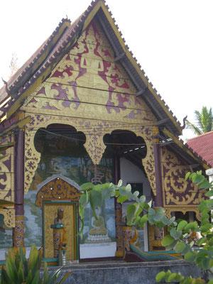 Ein kleiner Tempel am Wegesrand.