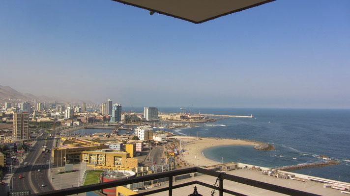 Blick von unserem Balkon auf die Bucht.