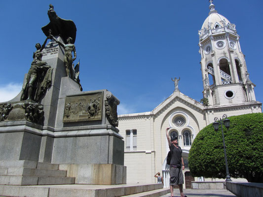 Plaza Bolivar mit der Iglesia San Francisco de Asis im Hintergrund. (Casco Antiguo)