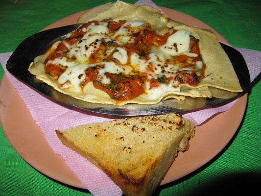 Lasagne & Knoblauchtoast.
