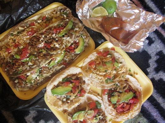 Tacos und mexikanische Pizzen.