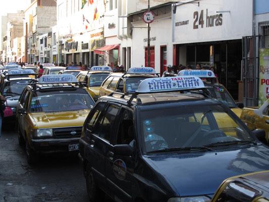 Auch hier gibt es eindeutig zu viele luftverpestende Taxis.