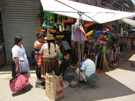 La Cancha entstand aus mehreren getrennten Märkten, die sich nach den Wirtschaftsreformen Mitte der 1980er Jahre ausdehnten und zusammenwuchsen.