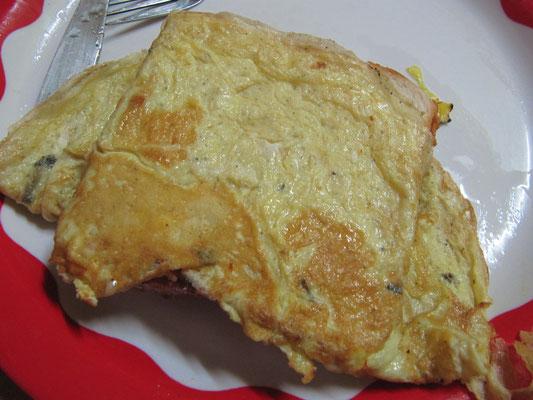 Zum Frühstück einfach ein Omelette auf's Toast geknallt.