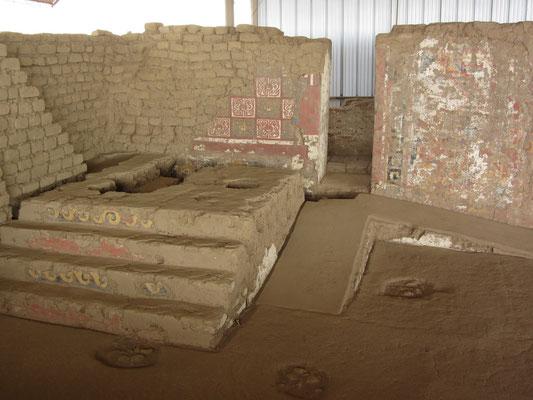 Der Tempel des Mondes besteht aus vier durch Mauern und Plattformen miteinander verbundenen Pyramiden, die für vier verschiedene Bauphasen stehen (vom 3. bis zum 8. Jh. n. Chr.).