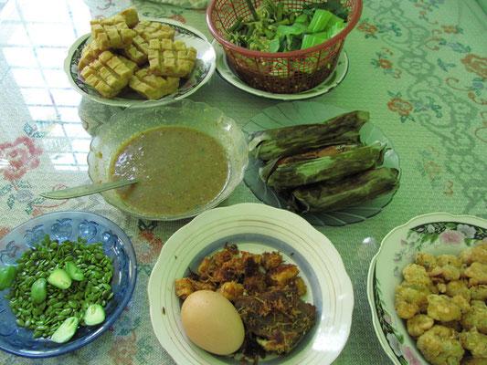 Frühstück in Malang. So läßt's sich in den Tag starten.