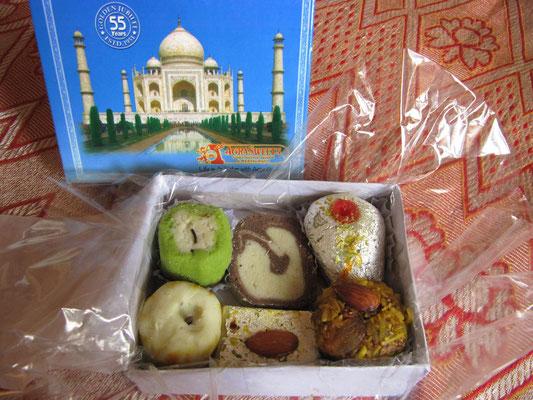 Weltbekannte Süßigkeiten aus dem renommiertesten Laden Hyderabad. Ungesund & lecker.