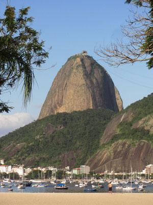Der Zuckerhut von Botafogo aus gesehen.