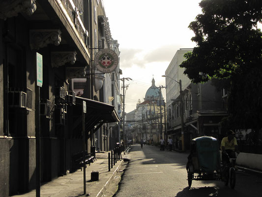 Mit Blick auf Manilas Kathedrale.