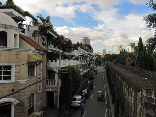 Blick von den Stadtmauern ins Innere Intramuros.