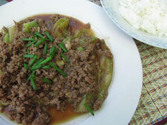 Rinderhackfleisch mit Aubergine und Reis.