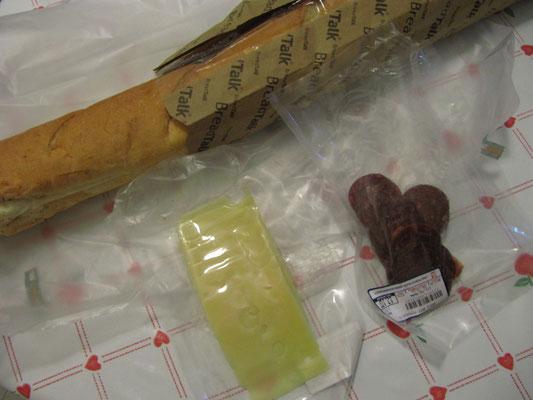 Woow! Baguette, Käse und Salami. Wie geil kann ein Sandwich schmecken.