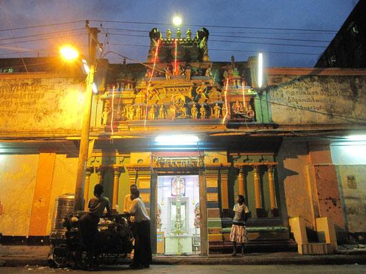 Hindutempel hinter demTheingyi Zei Markt.