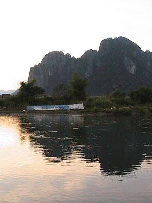 Kalksteinfelsen hinter dem Nam Song.