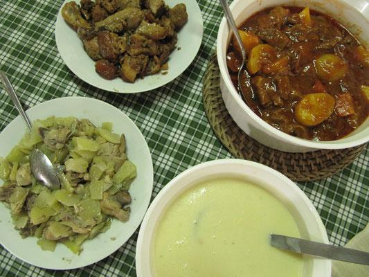 Zuhause schmeckt's am besten. Eine Variation von Hühnchencremesuppe, Hühnchen & Gemüse gekocht, Gulasch & Adobo. Adobo ist das Nationalgericht der Philippinos und besteht entweder aus gedünstetem, mariniertem Fleisch, Fisch oder Gemüse.