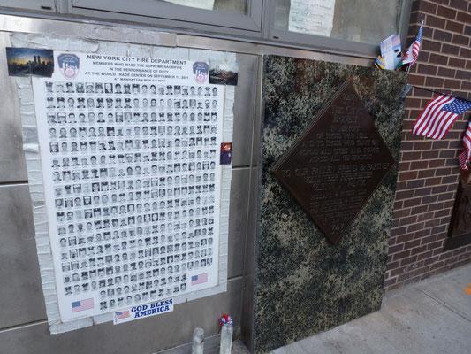 In Gedenken an die bei 9-11 verunglückten Feuerwehrleute.