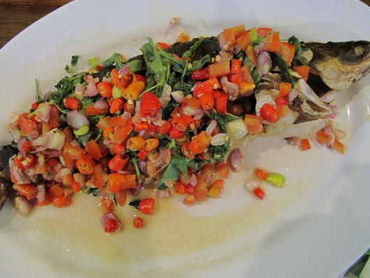 Gegrillter Fisch mit Chilli. Es wird heiß Baby!