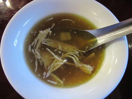 """Im """"Feel"""": Lauwarme Kokossuppe zum Dessert."""