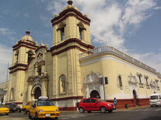Die Kirche San Augustin.