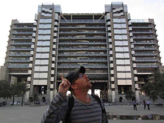 """Das EPM-Gebäde - Edificio Intelegente - The """"Intellengent Tower"""". Ein äußerst innovativer Bau für die damalige Zeit, da sich das Gebäude computerisiert selbst steuert."""