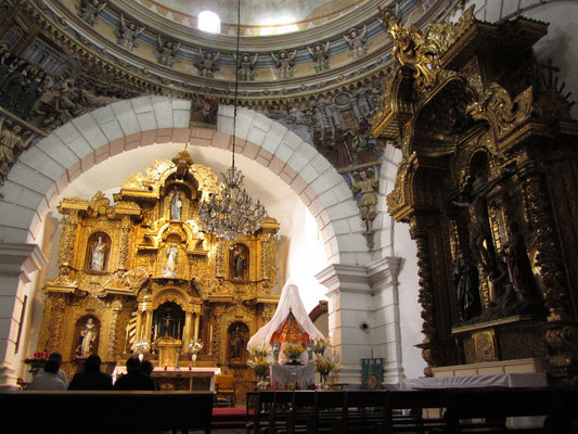 In der Kirche Santa Clara..