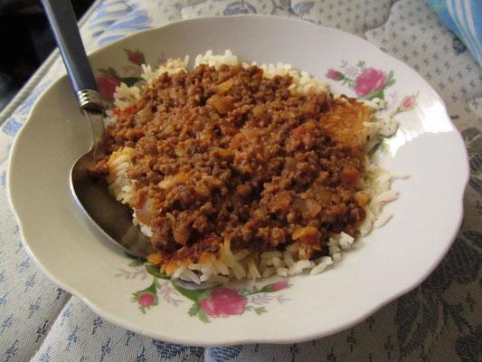 Reis mit Hackfleischsoße.